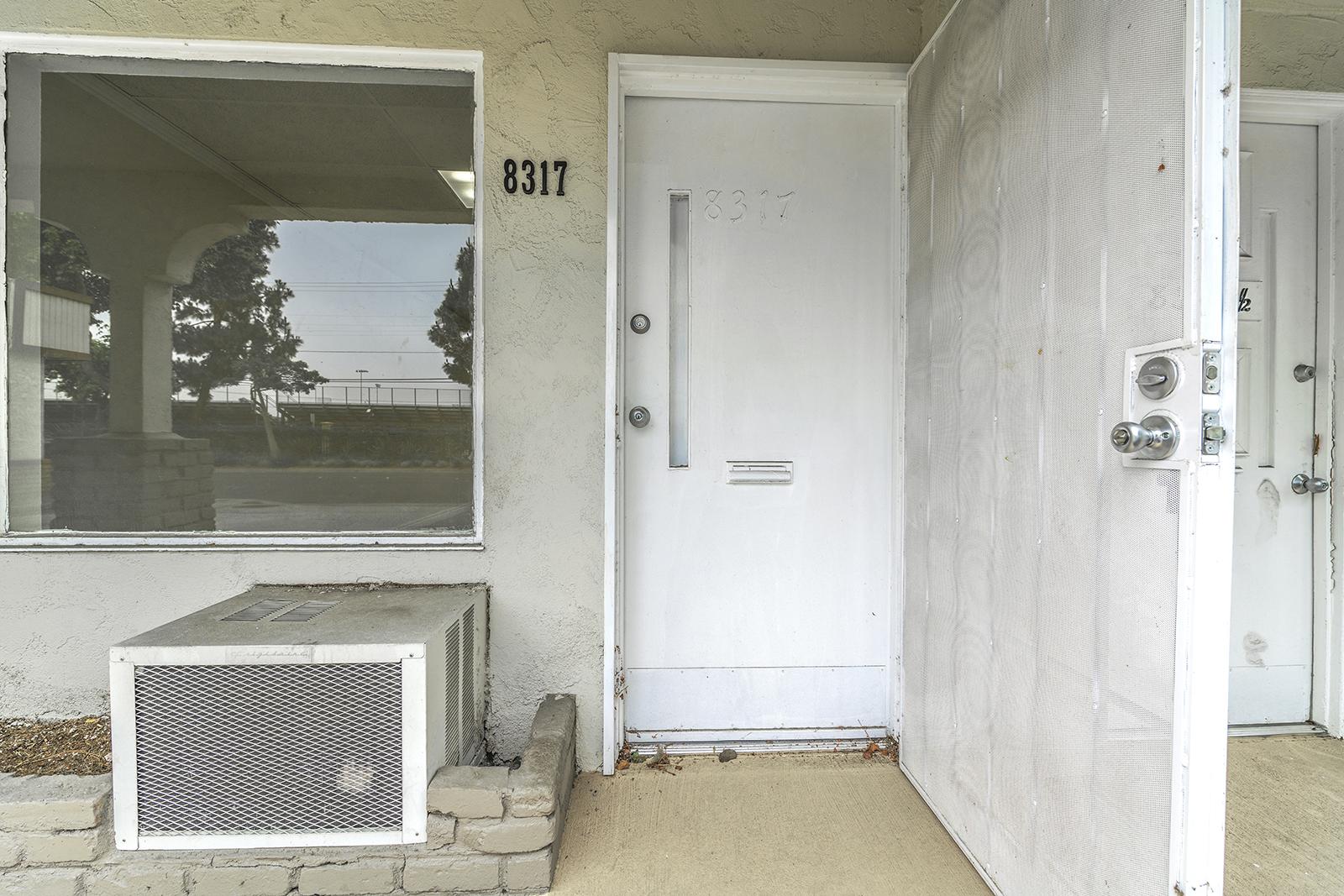 8315 Rosecrans Ave., Paramoun85_0664