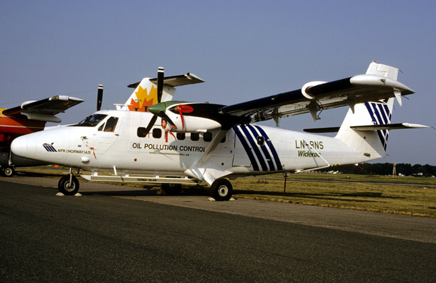 LN-BNS Farnborough 1984.jpg
