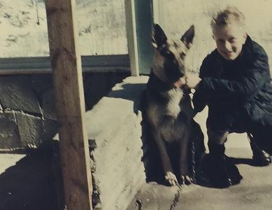 Lady & meg på hytta ca. 12-14 år.jpg