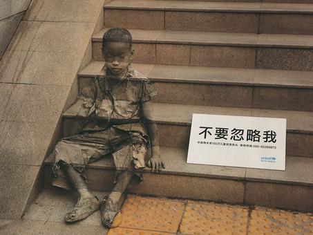 La invisibilidad de la pobreza por Kevin Lee