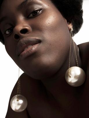 ג׳יין בהפקת תכשיטים נדירה