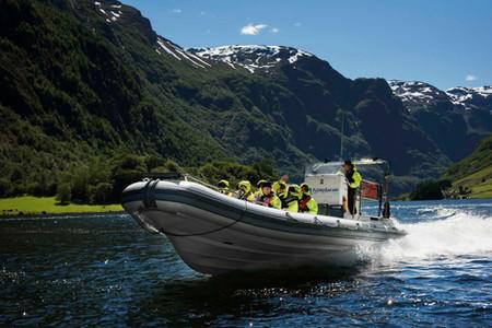 Flåm Guideservice. Fjordsafari sommer.
