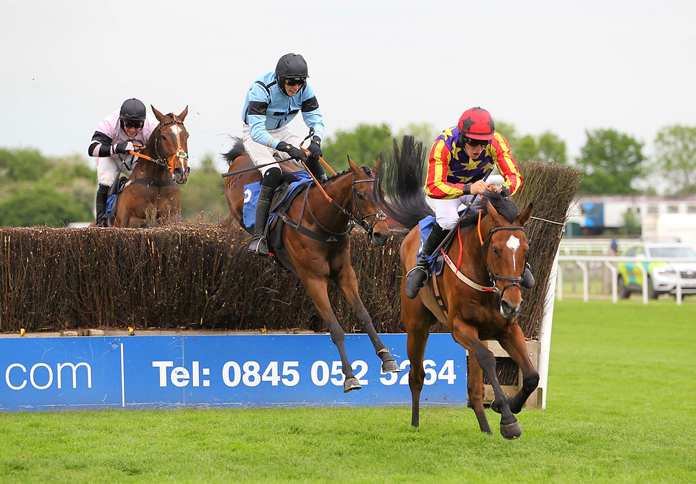 Vaucelet has the edge over Fumet d'Oudairies and Premier Magic at the last