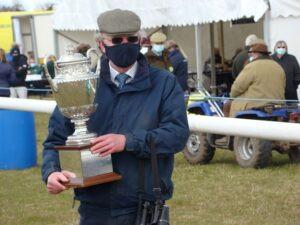 Mervyn  Jones picks up the Members' Trophy