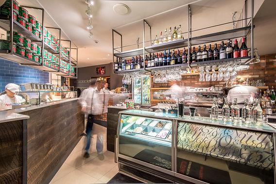 La-Favorita-Edinburgh-staff-making-drinks-bar-restaurant-photography