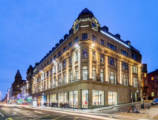 Apple-store-Edinburgh-dusk-photography-traffic-movement