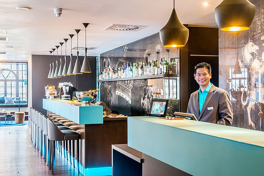 Motel-One-Hotel-photography-reception-warm-welcome
