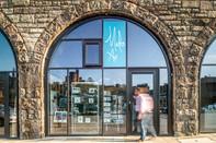 Market-Street-arches-edinburgh-glass-shopfront-man-walking-architectural-photographer