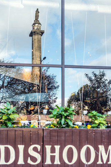 dishoom-edinburgh-sign-monument-reflection-architectural-photography