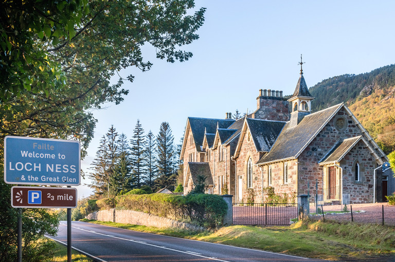 exterior-holiday-let-photography-stone-period-house-loch-ness