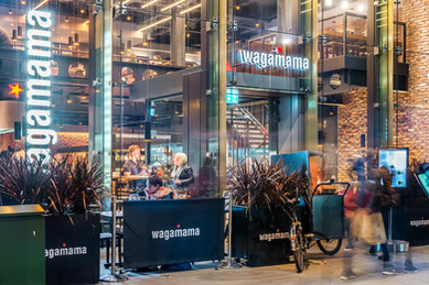 Wagamama-Edinburgh-night-photography-diners-eating-pedestrians-walking