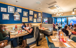 La-Favorita-Edinburgh-people-dining-interior-architectural-photographer