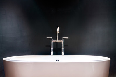 free-standing-bath-and-chrome-taps-interior-photography