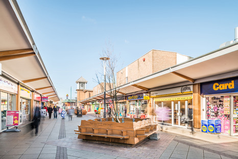 Blaydon-town-centre-precinct-shops-people-moving-architectural-photography