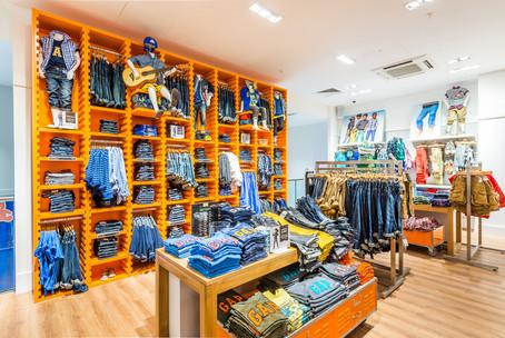 Gap-store-glasgow-shop-display-jeans-retail-photographer