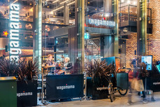 Wagamama-Edinburgh-night-photography-diners-pedestrians
