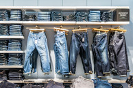 Gap-store-glasgow-shop-display-jeans-interior-photographer