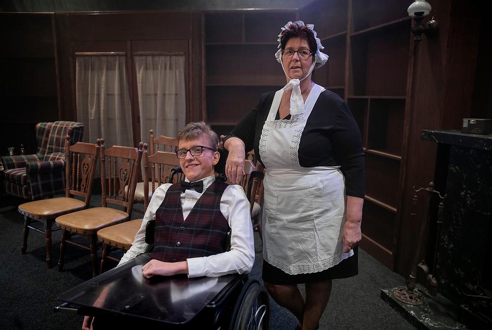 Joris Berkers als Marcus Tomb en Wilma Kastelijn als huishoudster Agatha Hammond. © Fotopersburo van de Meulenhof BV