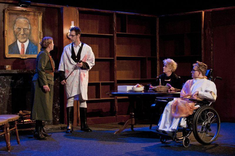 Een scène uit de voorstelling De Italiaanse Meesterhand van Het Peels Toneel. (Foto: Frans Klaus)