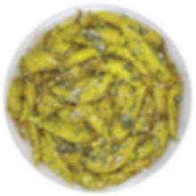 eingelegte grüne Peperoniin Kräuter und Knoblauch