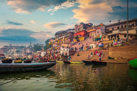 The Varanasi- The Divene City_02.jpg