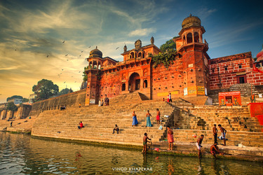 The Varanasi- The Divene City_01.jpg