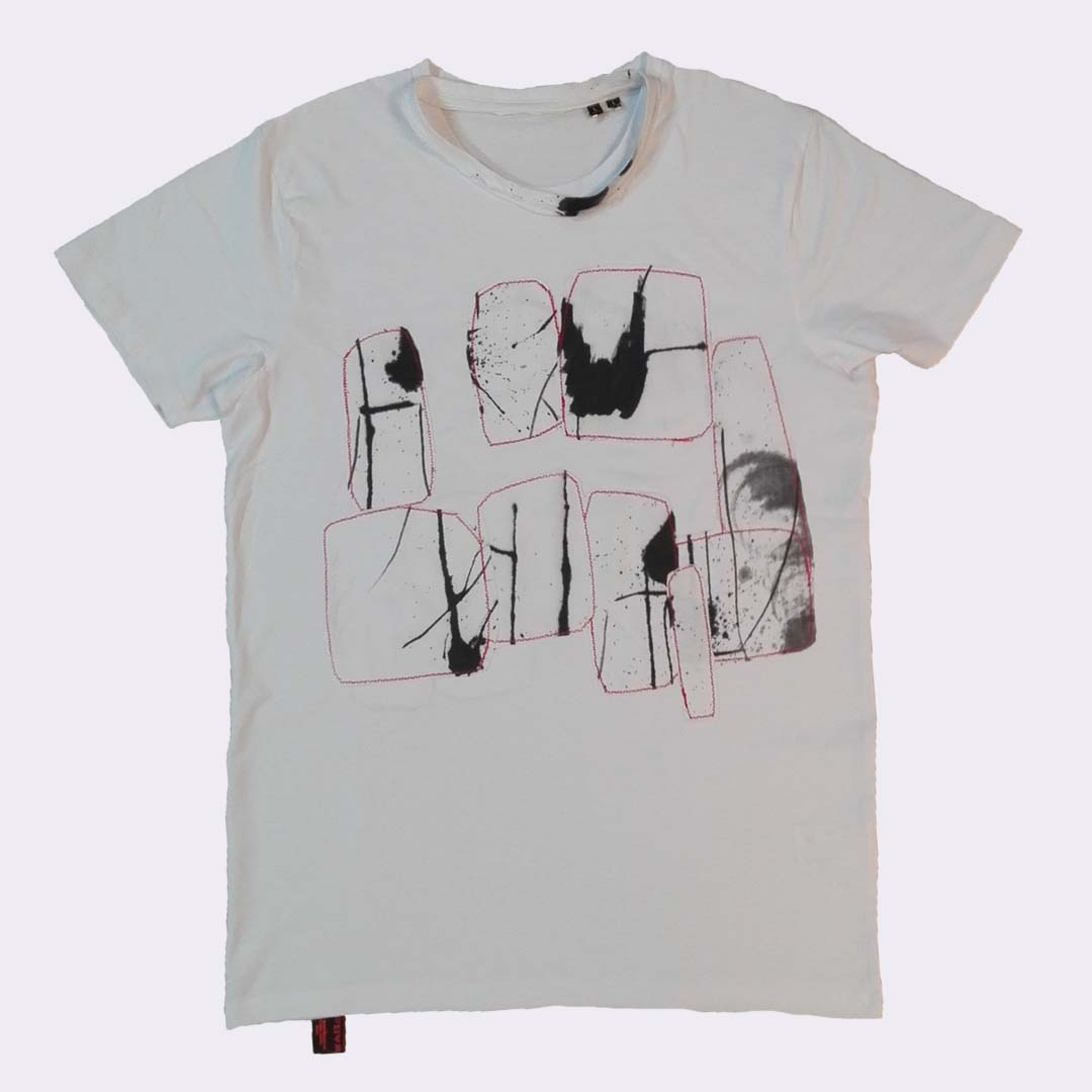 t-shirt wit L Graffiti 1a