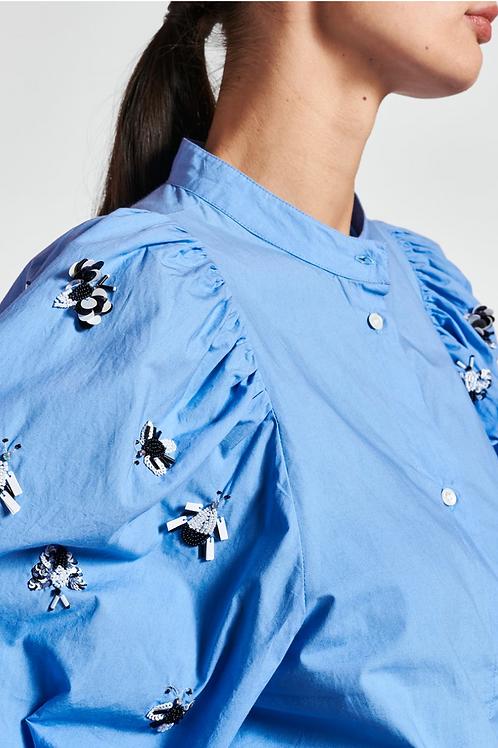Essentiel Zeatle Blauw Popeline hemd met versierde pofmouw