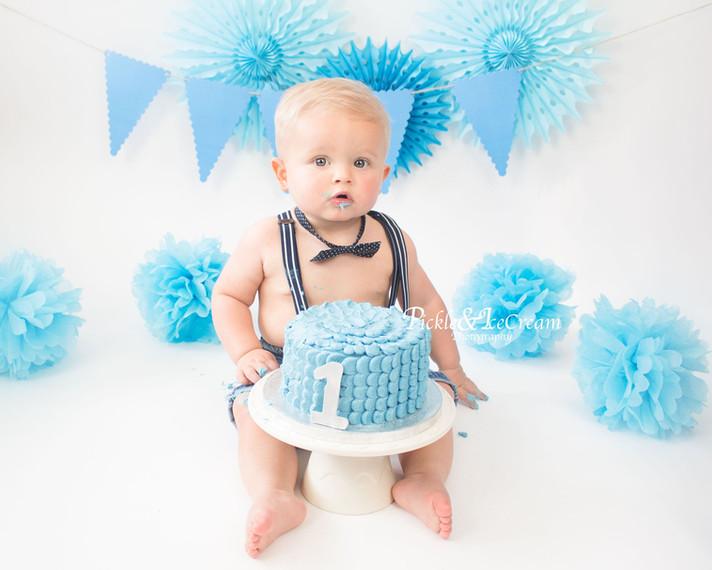 blue-cakesmash-baby-boy-bunting.jpg