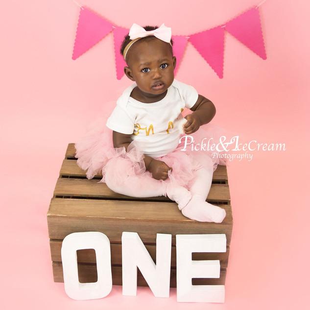baby-pink-cakesmash-one-tutu-bunting.jpg