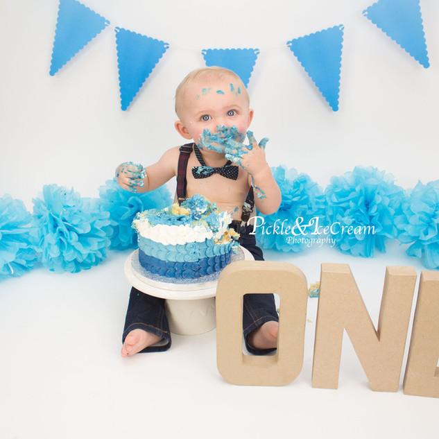 cakesmash-baby-boy-one-pompoms.jpg