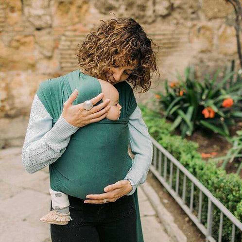 mama y bebe con fular elastico Boba Wrap Serenity Organic Rainforest