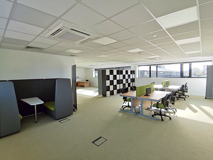 Wide%20angle%20of%20hotdesking%20space_e