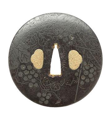 葡萄に斧図鐔 銘 貞栄