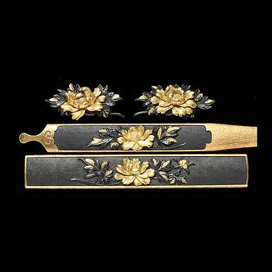 牡丹図三所物 銘 石黒是美作
