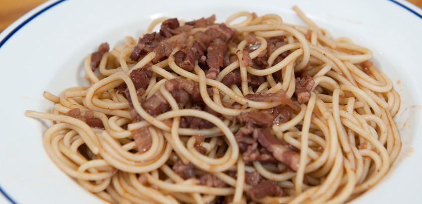 Spaghettis sauce au vin