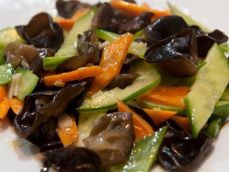 Sauté de concombre aux champignons noirs