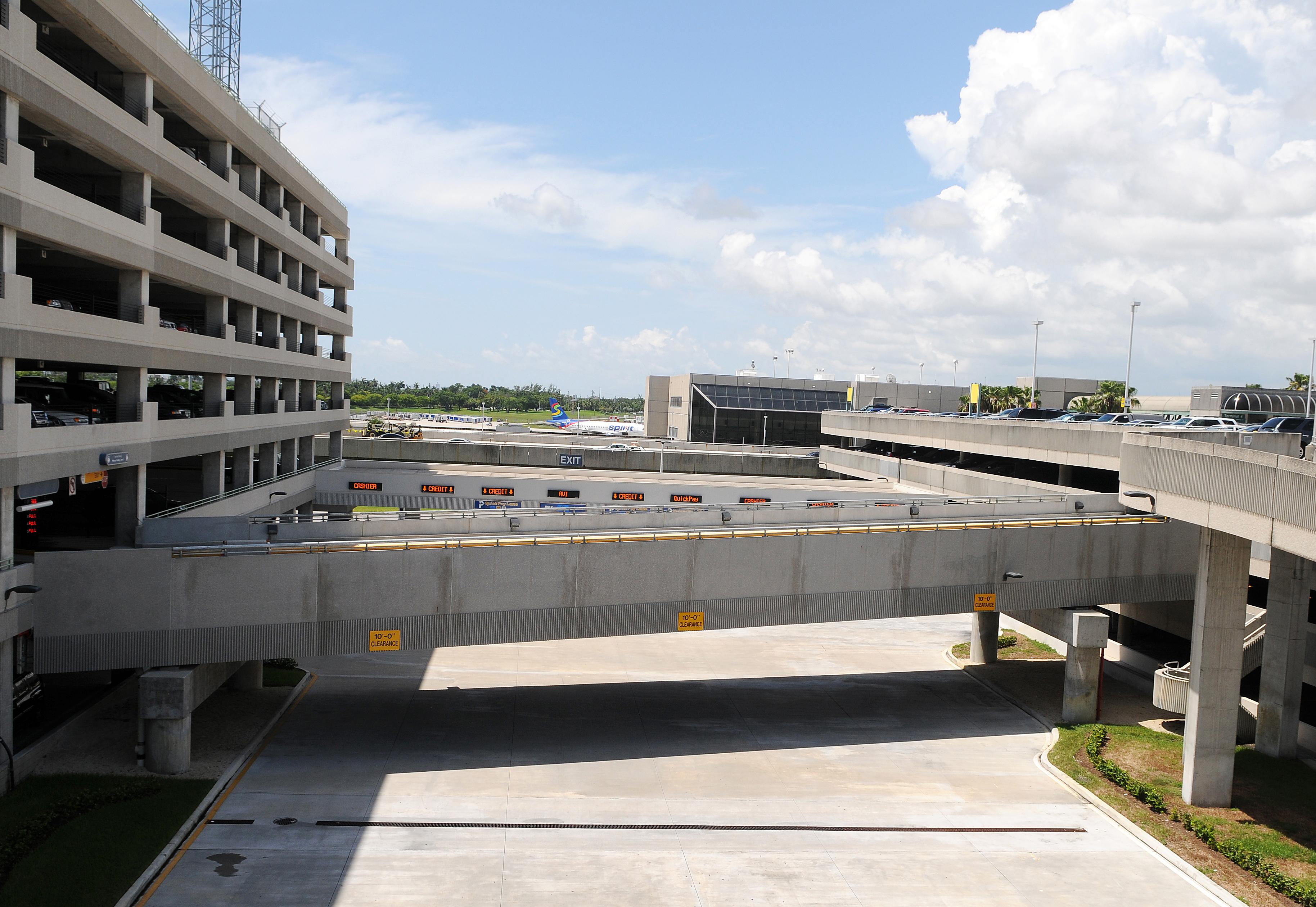 FLL Int. Airport Pedestrian Bridges