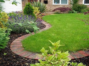 ff99a77b74e9b019f1bb758e092ff9e6--brick-garden-edging-garden-borders.jpg