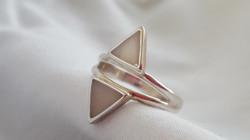 Anillo etnico triangulo doble