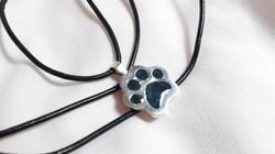 Huella perro cenizas color azul