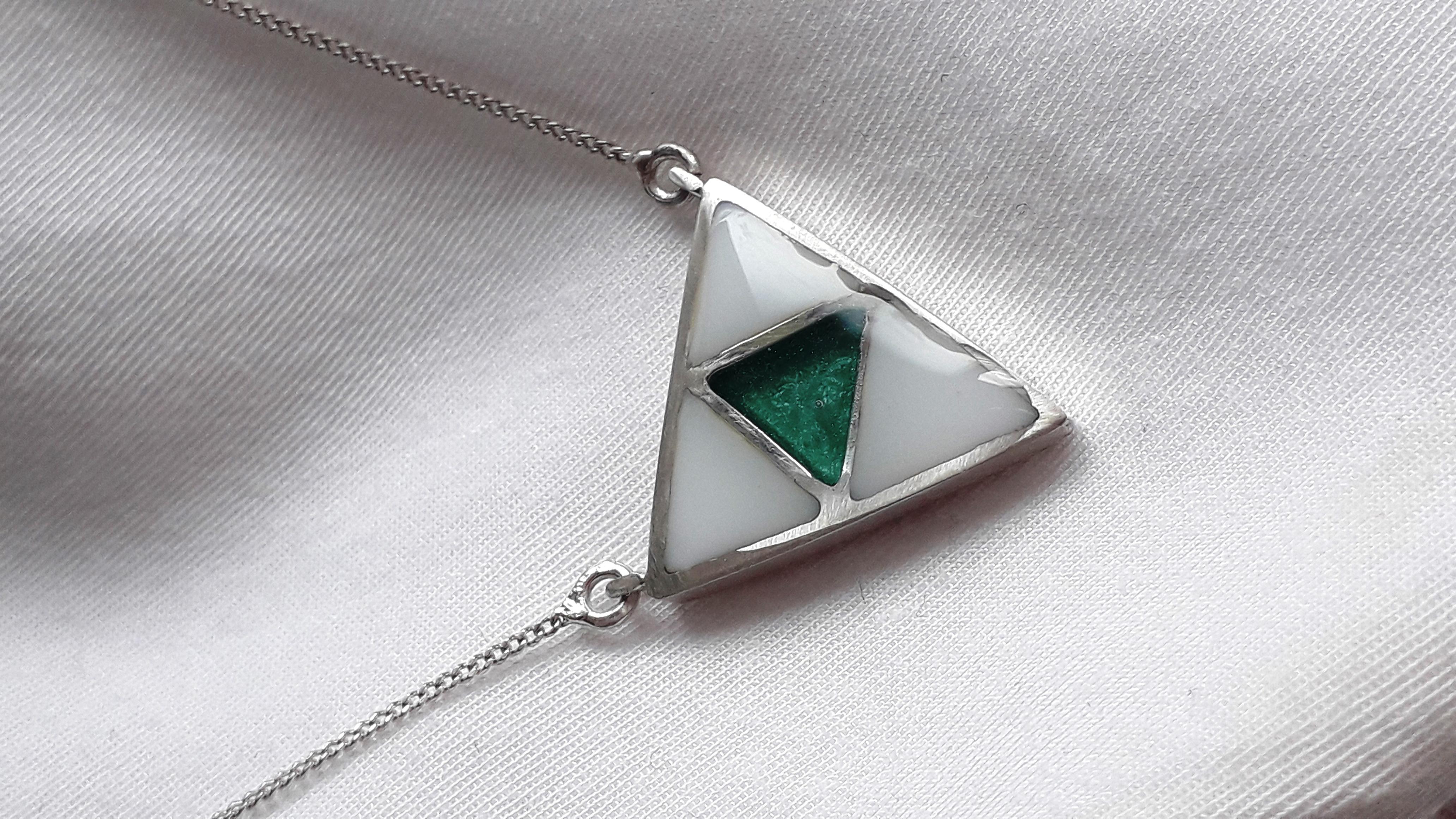 Triangulo leche y esmeralda