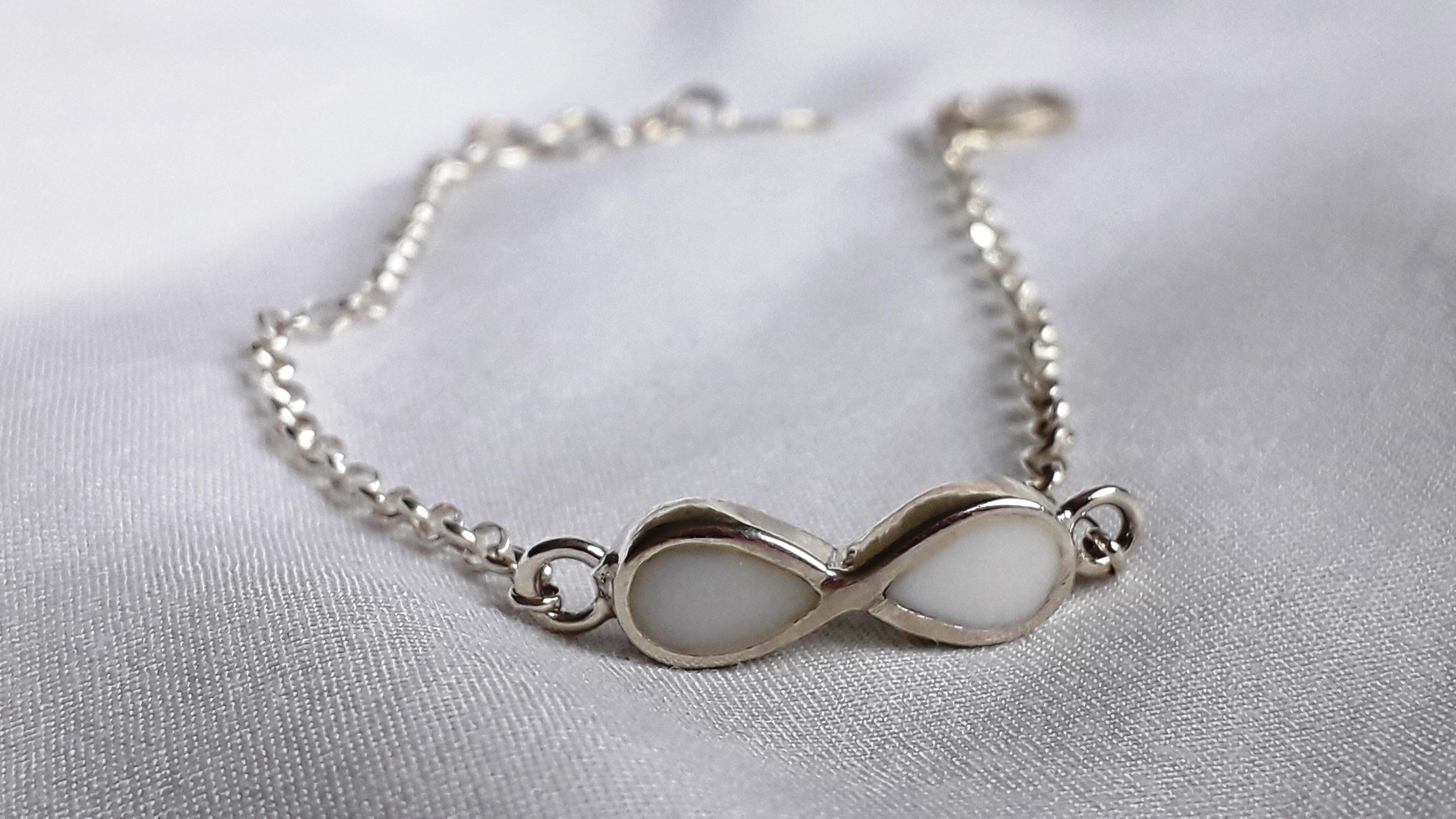 Pulsera infinito con cadena ajustable