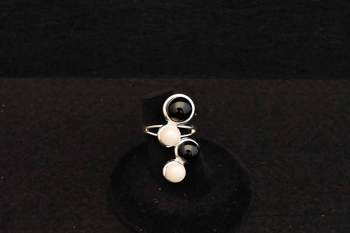 R11 Black & White Dot Ring