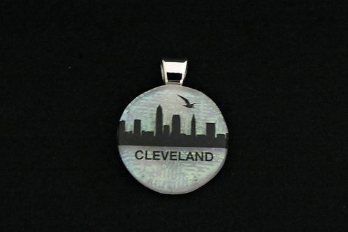 O044 Cleveland Skyline w/bird Pendant