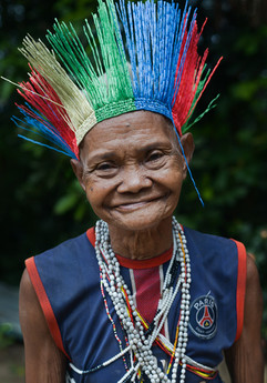 The traditional headdress called tempok, is worn when the Temiars enter the forest so that the cedoi, which are guardian spirits that reside in the forest, will see them and provide not just a safe passage but also a joyful one.  It is usually made with available resources in the forest, but Anden Alang and Aluch Busu from Sungai Papan decided to fashion their tempok using up-cycled plastic from their old mat.