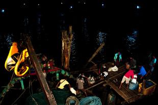 12-021-291 Ikan bilis fishing-edt1 (web res).jpg