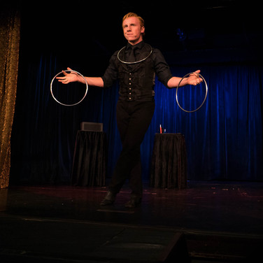 Elliott Hunter: Rings at the Magic Castle