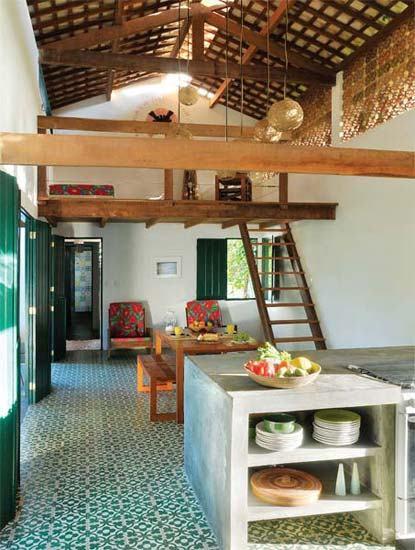 Os 5 cuidados essenciais que arquitetos devem ter ao projetar uma Casa no Litoral com o foco na dura