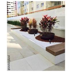 Pavimentação e jardins